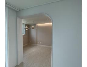 안녕하세요..매탄그린빌 5단지 아파트 인테리어 입니다.이번현장은 9mm문선과 화이트 컨셉으로밝게 디자인하였습니다.
